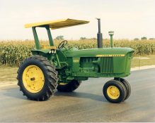 John Deere: 100 Years of Tractors